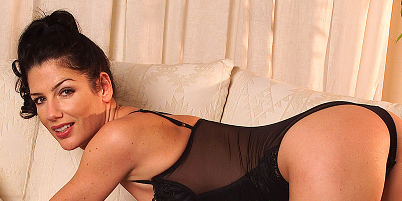 Betet mich an: Göttin Angelina heißt Euch willkommen!